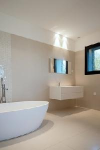 cool freestanding bathtub in Corsica - Palombaggia luxury apartment