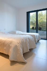 pristine bedroom linens in Corsica - Palombaggia luxury apartment