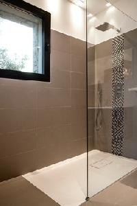cool rain shower in Corsica - Palombaggia luxury apartment