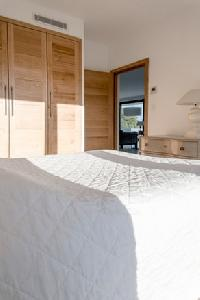 plush bedding in Corsica - Palombaggia luxury apartment