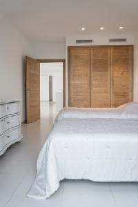 neat twin bedroom in Corsica - Palombaggia luxury apartment