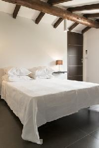 fresh and clean bedding in Corsica - Oso luxury apartment