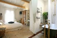 awesome en-suite bedroom in Corsica - Villa Authentique luxury apartment