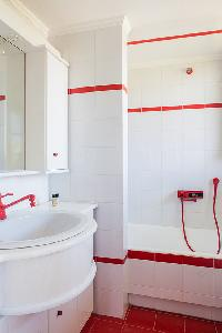clean bathroom in Kefalonia Absolute Ai-Helis Villas Serenata luxury holiday home, vacation rental