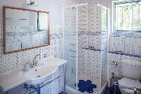 clean bathroom in Kefalonia Absolute Ai-Helis Armonia luxury holiday home, vacation rental