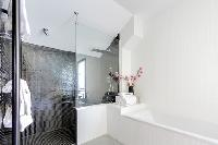 fresh and neat bathroom with tub in French Alps - L'Hermine luxury apartment