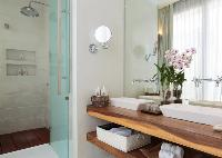 spic-and-span bathroom in Thailand - Villa Mia luxury apartment, vacation rental
