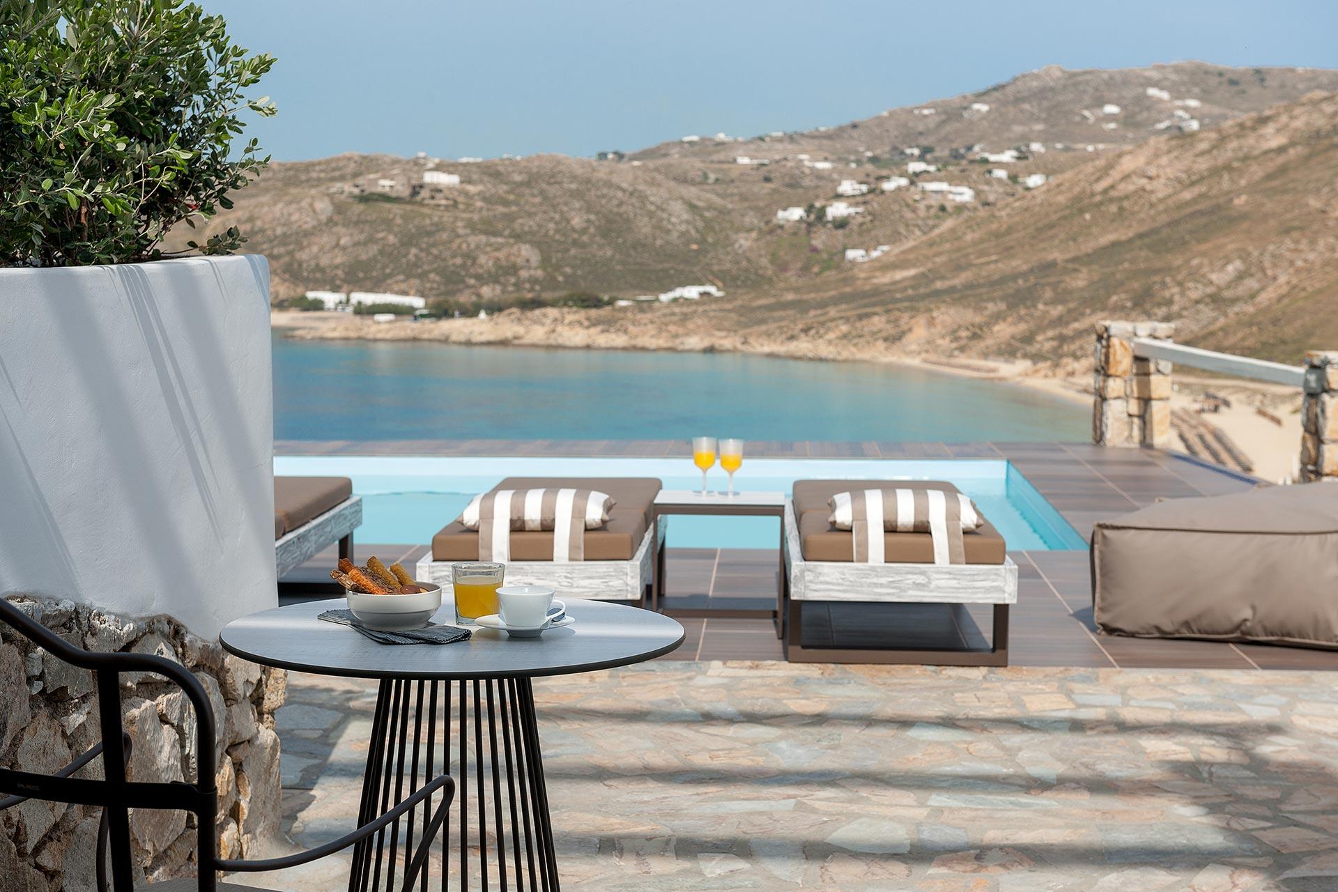 Mykonos Cova Standard Pool Front Suite
