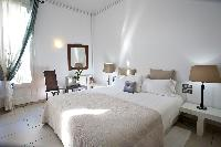clean and fresh bedroom linens in Barcelona - Platinum luxury apartment