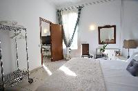 fresh and clean bedroom linens in Barcelona - Platinum luxury apartment