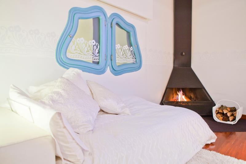 fresh and clean bedroom linens in Barcelona - Terrace 1 luxury apartment