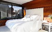 fresh and clean bedroom linens in Barcelona - Terrace 3 luxury apartment
