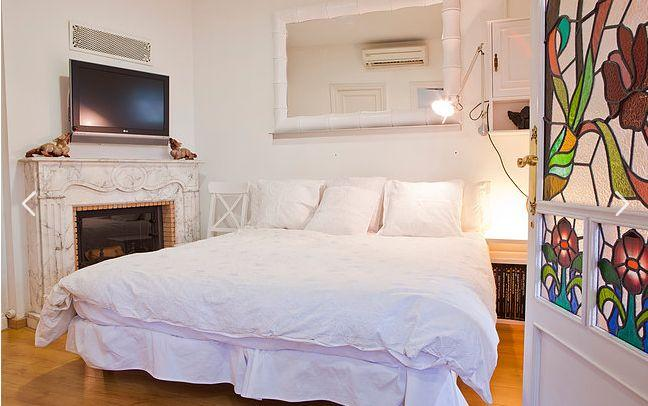 clean and fresh bedroom linens in Barcelona - Terrace 3 luxury apartment