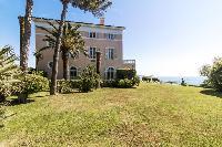 spacious lawn of Saint-Tropez - Reve de Mer luxury apartment