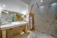 elegant bathroom in Saint-Tropez - Reve de Mer luxury apartment