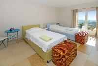 fresh and clean bedding in Grimaud - Villa Voile d'Argent luxury apartment