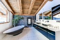 awesome bathroom with freestanding tub in French Alps - Le Gypaète luxury apartment