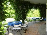 beautiful patio and garden of Italy - Villa Adriana luxury apartment