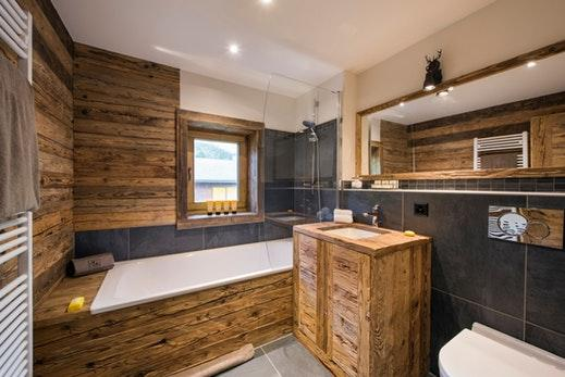 cool bathtub in Chalet Toundra luxury apartment, holiday home, vacation rental