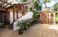 pretty courtyard of Thailand - Baan Wanora luxury apartment