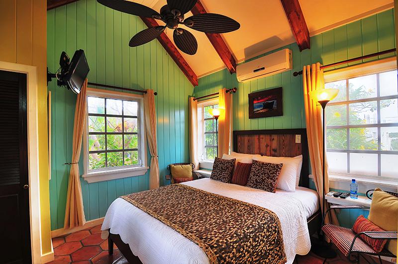 clean bed sheets in Bahamas - Villa Allamanda luxury apartment