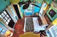 clean bedroom linens in Bahamas - Villa Allamanda luxury apartment