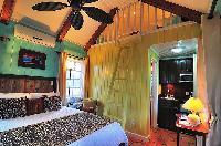 crisp bedroom linens in Bahamas - Villa Allamanda luxury apartment