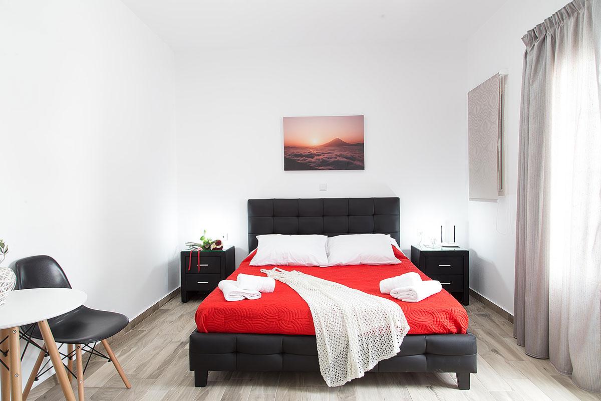 Santorini Oasis Standard Room - Black Pearl