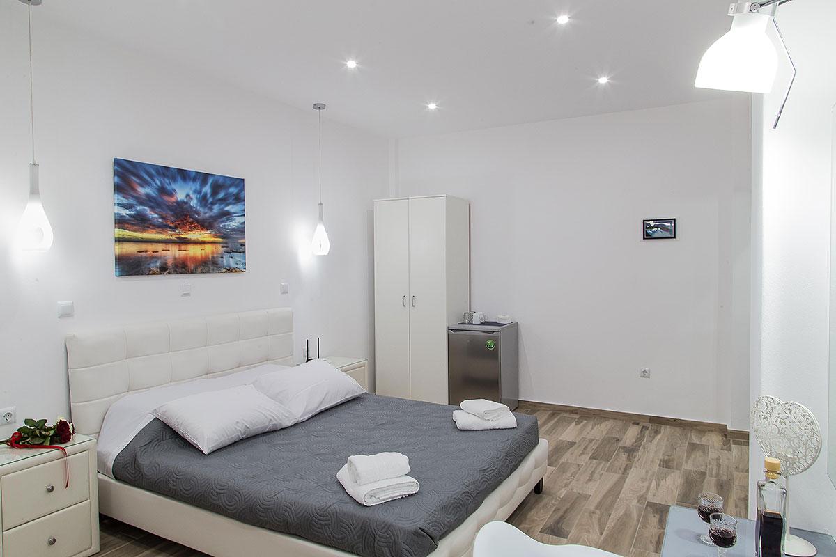 Santorini Oasis Junior Room - Sapphire