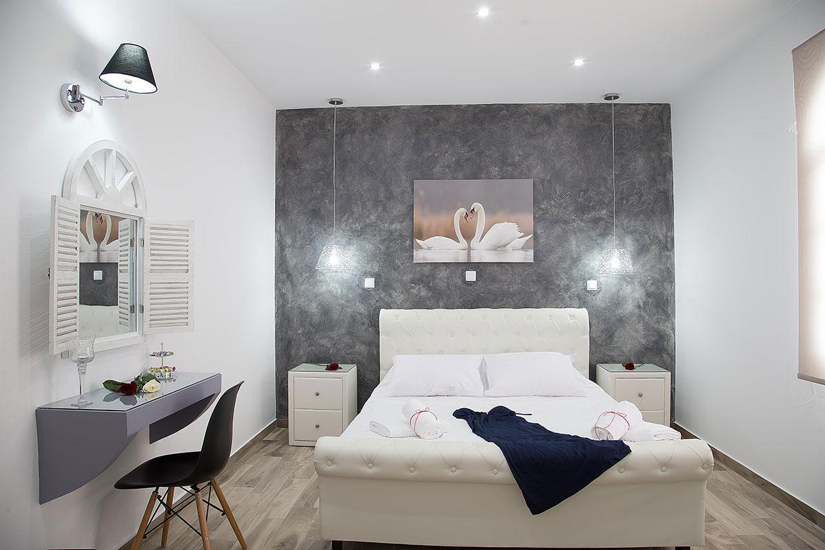 cozy Santorini Oasis Agate luxury apartment, perfect vacation rental