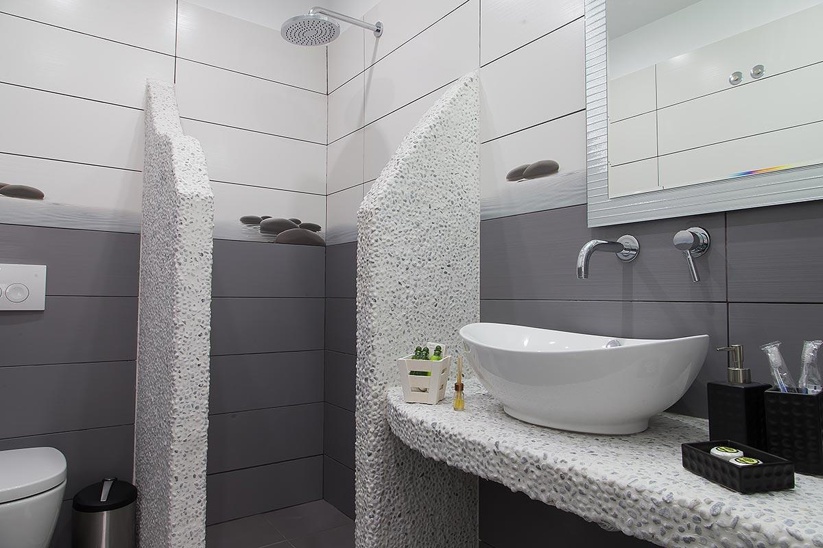 clean bathroom in Santorini Oasis Agate luxury apartment, perfect vacation rental