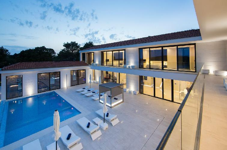 beautiful Luxury Villa James Bond holiday home and vacation rental