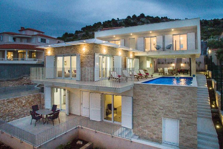 marvelous Luxury Villa Lori holiday home and vacation rental