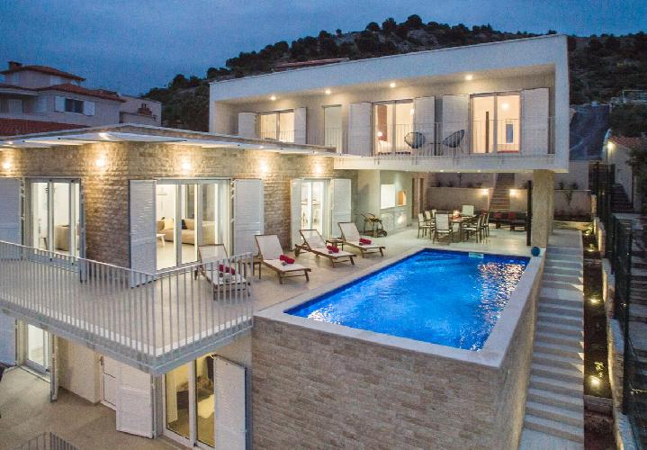 magnificent Luxury Villa Lori holiday home and vacation rental