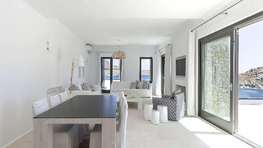 spacious Villa One and Only luxury holiday home and vacation rental