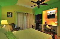 clean bed sheets in Bahamas - Villa Allamanda Queen Studio B luxury apartment