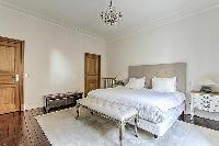 clean and fresh bedroom linens in Passy - Vignes luxury apartment