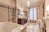 fabulous bathroom with tub in Passy - Vignes luxury apartment