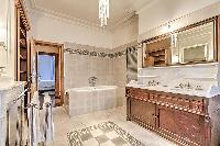 elegant bathroom with tub in Passy - Vignes luxury apartment