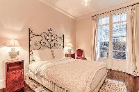 pretty bedroom in Passy - Vignes luxury apartment