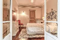 fancy bedroom in Passy - Vignes luxury apartment