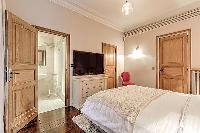 pristine bedding in Passy - Vignes luxury apartment