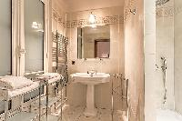 refreshing shower in Passy - Vignes luxury apartment