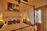 crisp bedroom linens in Bahamas - Villa Allamanda King Suite B luxury apartment