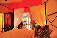crisp bed sheets in Bahamas - Villa Allamanda King Suite B luxury apartment