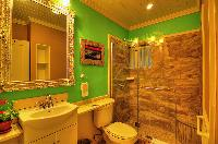 neat and trim bathroom in Bahamas - Villa Allamanda Twin luxury apartment