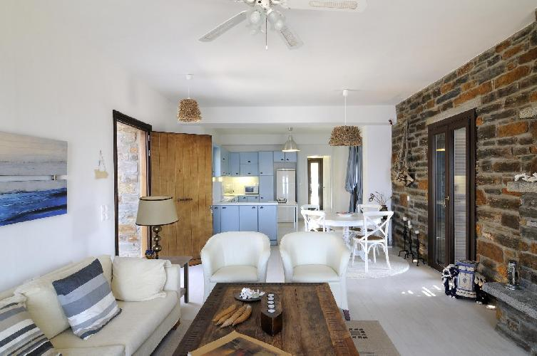 well-appointed Kea Kastellakia Bay Villa Aperon luxury holiday home, vacation rental