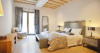 clean bedroom linens in Villa Mermedia luxury holiday home and vacation rental