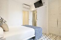 cool Barcelona Uma Suites - Sagrada Familia Apartment 1 luxury holiday home and vacation rental