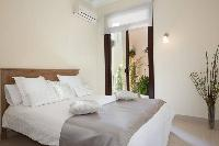 fresh and clean bedroom linens in Barcelona - Golden Apartment luxury holiday home and vacation rent